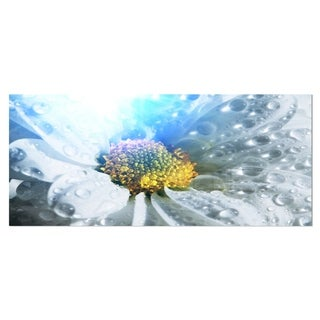 Designart 'Large White Flower with Raindrops' Contemporary Flower Metal Wall Art
