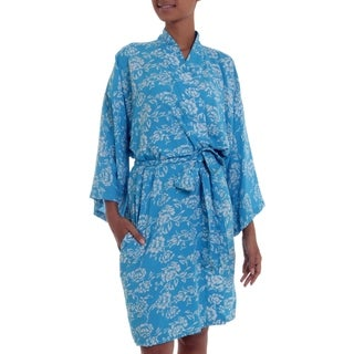 Handcrafted Rayon 'Gorgeous in Cerulean' Short Batik Robe (Indonesia)