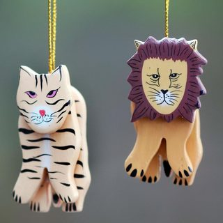Set of 2 Handmade Albesia Wood 'Tiger and Lion' Ornaments (Indonesia)