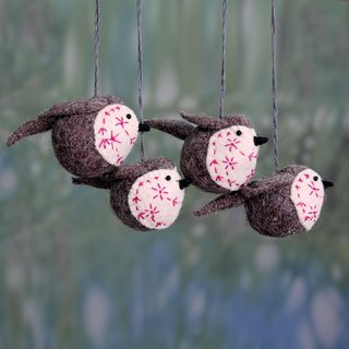 Set of 4 Handmade Wool Felt 'Chirpy Robins' Ornaments (India)