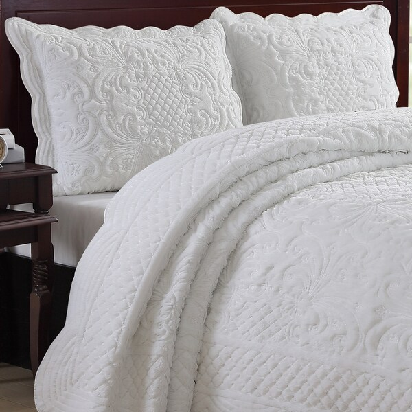 Gracewood Hollow Mulherin Faux Fur Carved Scalloped Edged Full/ Queen Size Quilt Set In White (As Is Item) by Generic