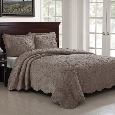 Gracewood Hollow Mulherin Faux Fur Carved Scalloped Edged Quilt Set