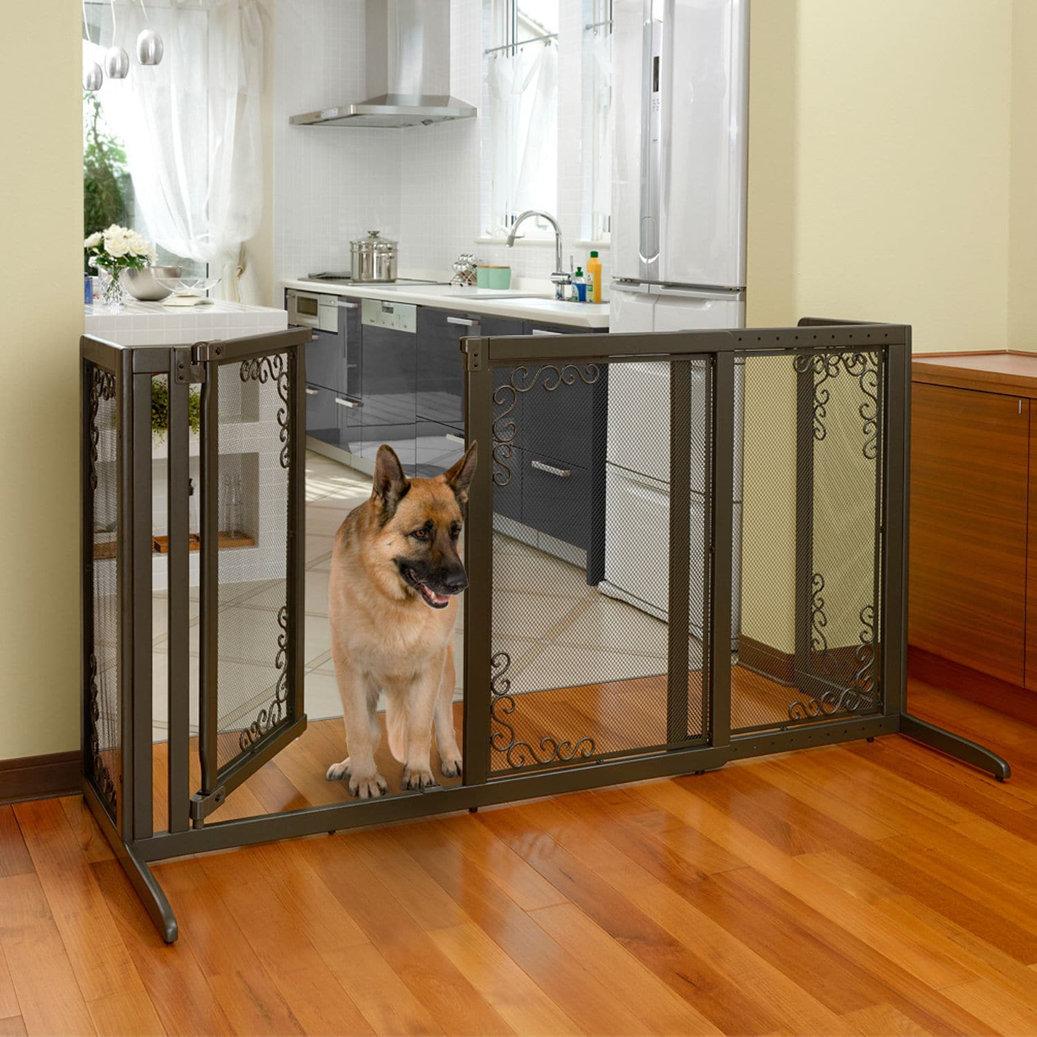 Richell Deluxe Free Standing Mesh Pet Gate (Brown)