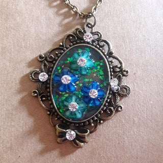 Vintage-style Blue and Green Rhinestone Pendant Necklace