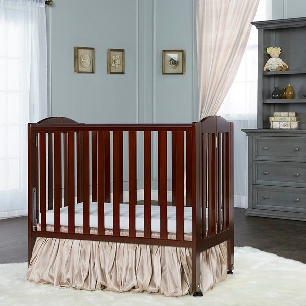Dream On Me, 2 in 1 Folding Portable Crib. Opens flyout.