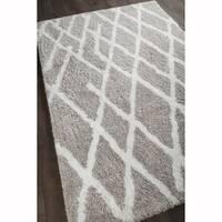 "Artist's Loom Hand-woven Contemporary Geometric Pattern Shag Rug (7'9""x10'6"")"