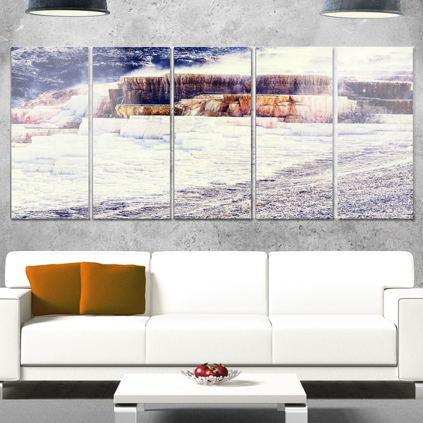 Designart 'Hot Springs in Yellowstone' Seashore Canvas Metal Wall Art