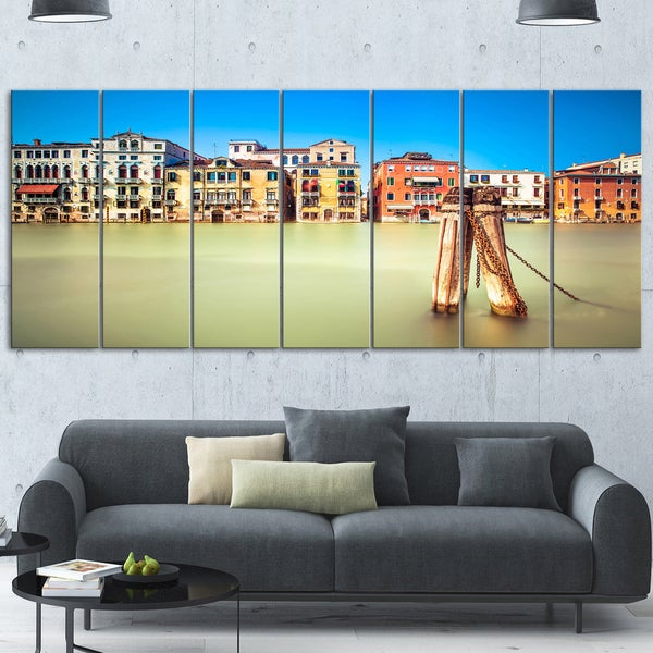 Designart \'Traditional Buildings of Venice\' Landscape Glossy Metal ...