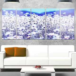 Designart 'Amazing Light Blue Chamomile Blossom' Large Flower Metal Wall Art