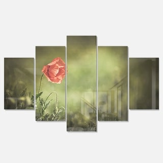 Designart 'Red Wild Poppy Flower on Green' Modern Floral Glossy Metal Wall Art