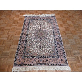Isphahan Ivory Hand-knotted 100% Silk Oriental Rug (3'5 x 5'5)