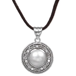 Handcrafted Sterling Silver 'White Orb' Cultured Pearl Necklace (12 mm) (Indonesia)