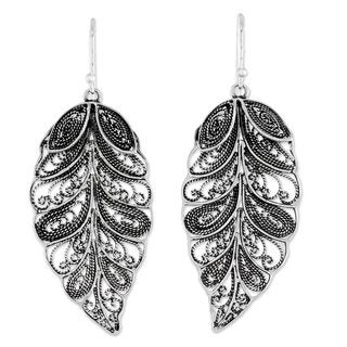 Handmade Sterling Silver 'Feathered Leaves' Filigree Earrings (Thailand)