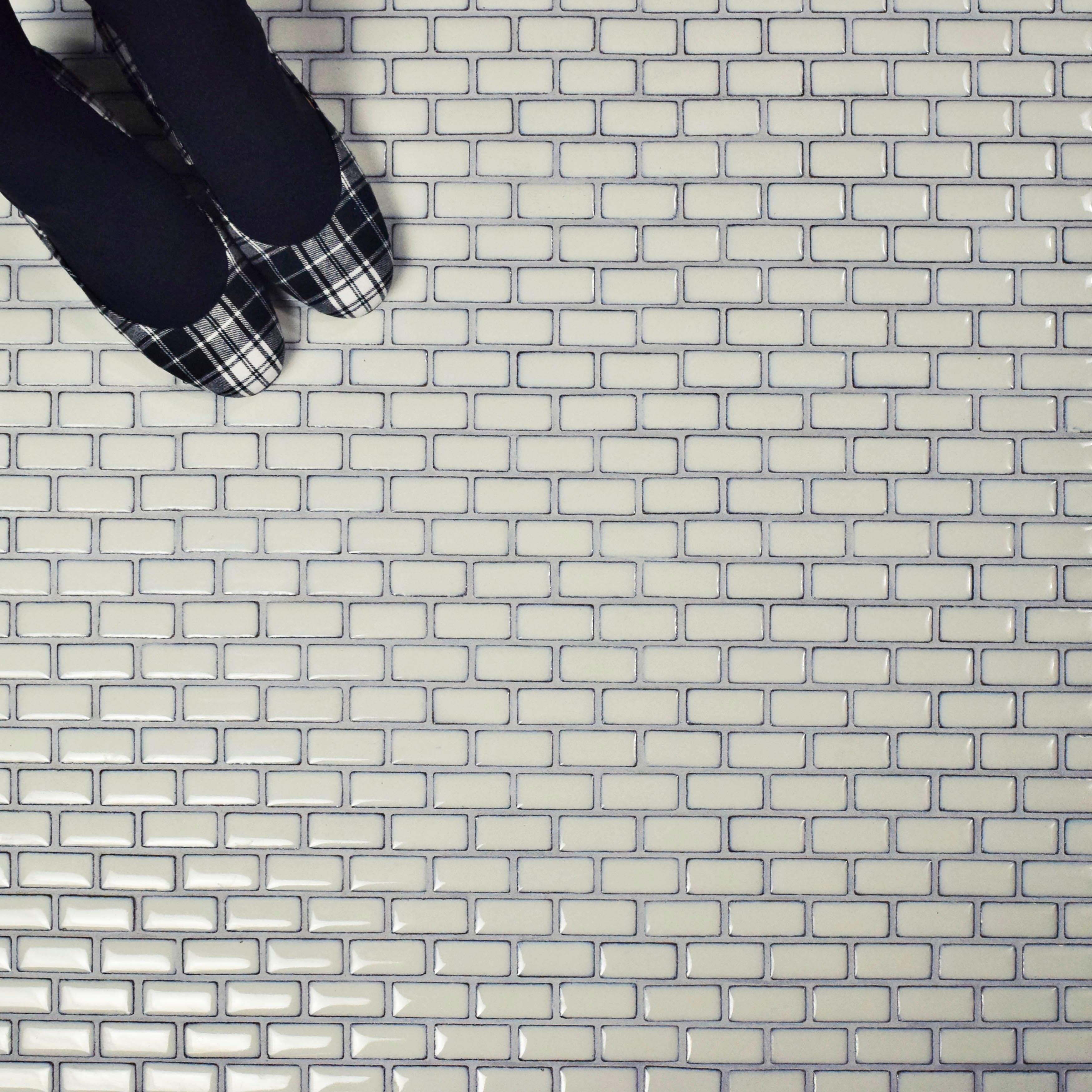 SomerTile 11.875x12-inch Aspect Subway Ivory White Porcelain Mosaic Floor and Wall Tile (10 tiles/9.8 sqft.) (SAMPLE-Aspect Subway)