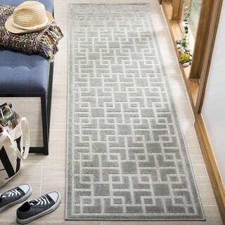 Safavieh Indoor/ Outdoor Cottage Grey Runner (2' x 8')