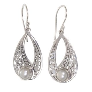 Handcrafted Sterling Silver 'Sweet Forest Moonlight' Cultured Pearl Earrings (5 mm) (Indonesia)
