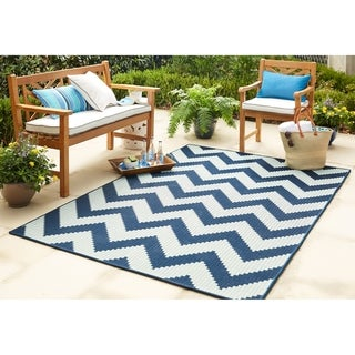Mohawk Oasis Tofino Chevron Indoor/Outdoor Area Rug (53 x 76) (53 x 76 - aqua)