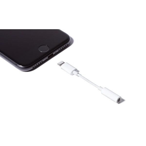 shop white plastic headphone jack adapter cable lightning. Black Bedroom Furniture Sets. Home Design Ideas