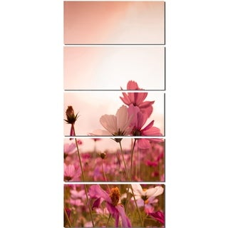 Designart 'Meadow with Beautiful Cosmos Flowers' Modern Floral Glossy Metal Wall Art