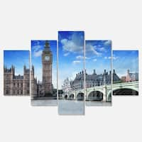 Designart 'Houses of Parliament and Westminster Bridge' Modern Cityscape Glossy Metal Wall Artwork
