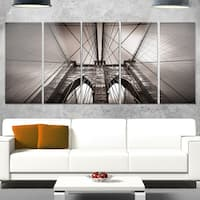 Designart 'Brooklyn Bridge in NYC USA' Extra Large Cityscape Glossy Metal Wall Art