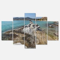 Designart 'Clean Waters and Rock Formations' Landscape Metal Wall Art