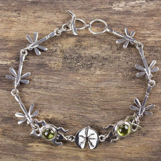 Handcrafted Sterling Silver 'Lucky Green Frogs' Peridot Bracelet (Mexico)