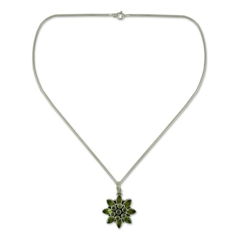 Handmade Sterling Silver 'Sunflower Green' Peridot Necklace (India)