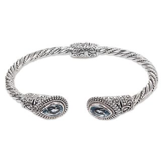 Handcrafted Sterling Silver 'Bright Eyes' Blue Topaz Bracelet (Indonesia)