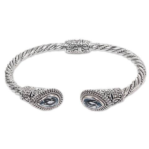 Handmade Sterling Silver 'Bright Eyes' Blue Topaz Bracelet