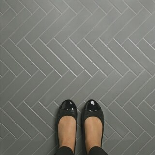 SomerTile 1.75x7.75-inch Victorian Soho Subway Glossy Light Grey Porcelain Floor and Wall Tile (10 tiles/1 sqft.)