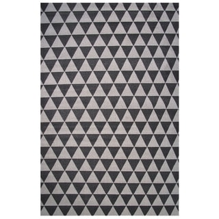 Botticelli Collection Black and Gray Triangle Area Rug, 2'x4'