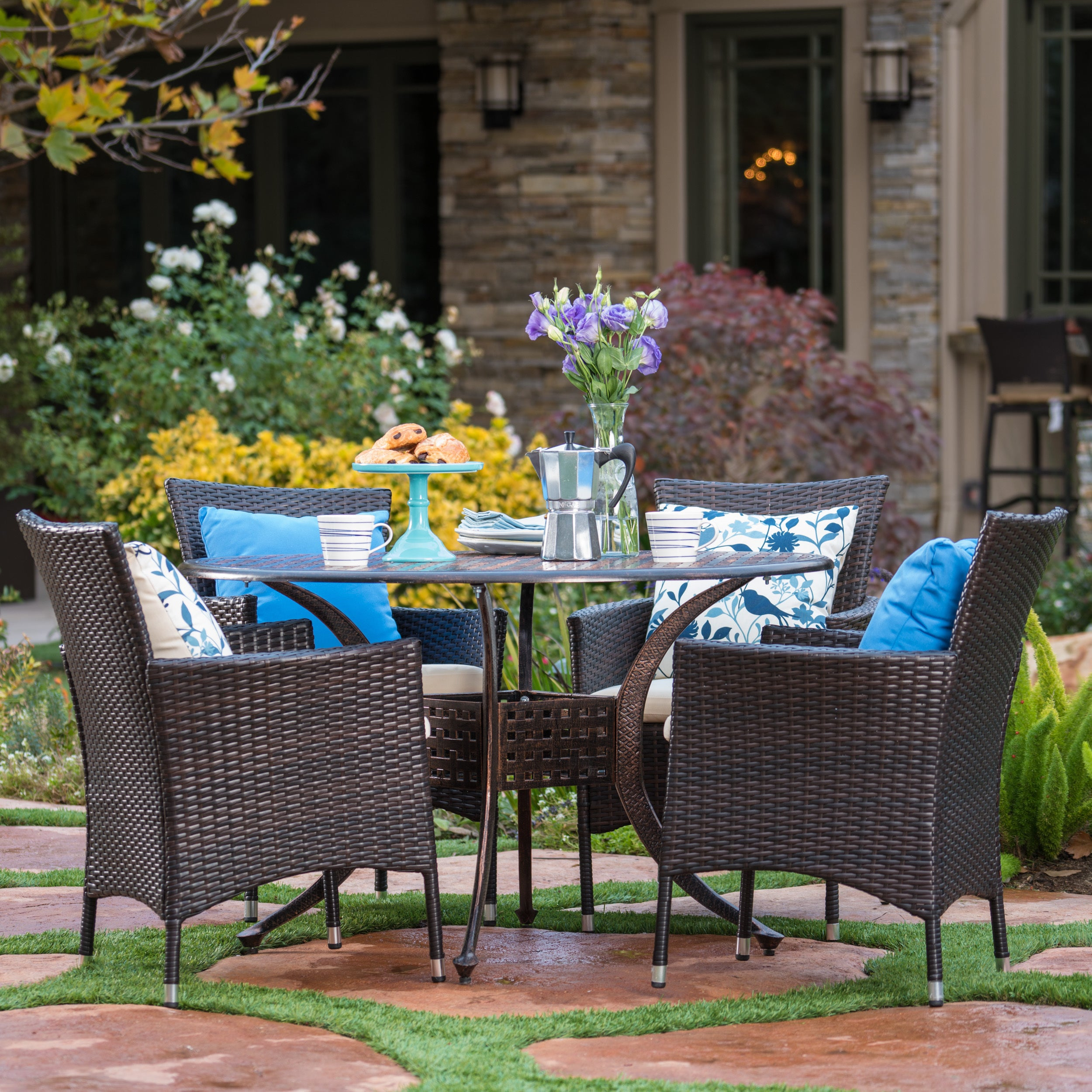 Elk Outdoor 5-piece Circular Aluminum Dining Set with Cushions by Christopher Knight Home (Shiny Copper with Brown Wicker & Beige Cushions)