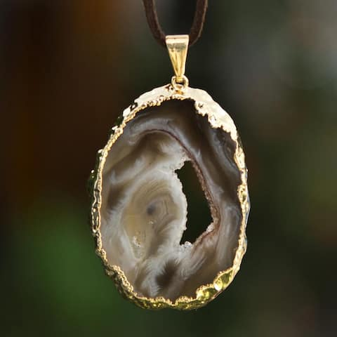 Handmade Gold Overlay Copper 'Magnificent Mystery' Agate Necklace (Brazil)