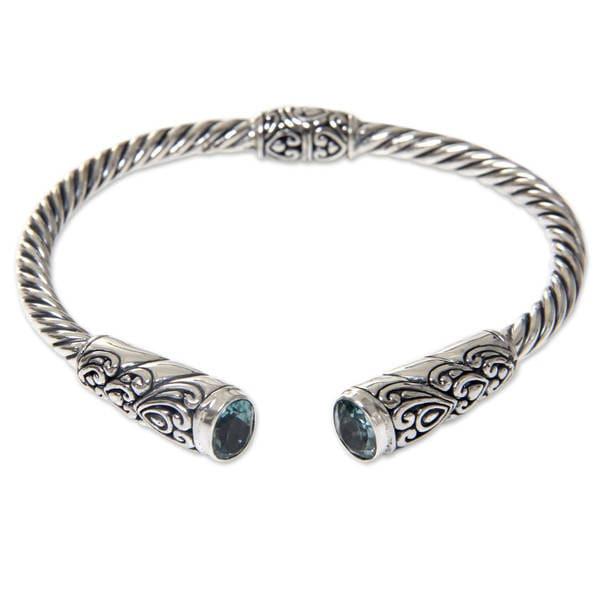 Handmade Sterling Silver 'Beacon of Light' Blue Topaz Bracelet (Indonesia)