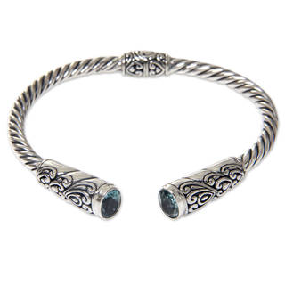 Handmade Sterling Silver 'Beacon of Light' Blue Topaz Bracelet (Indonesia)