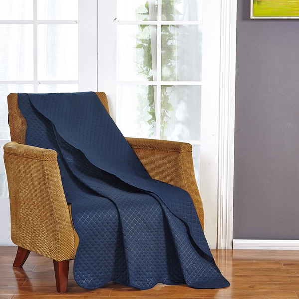 Ultra Sonic Solid Scalloped Throw