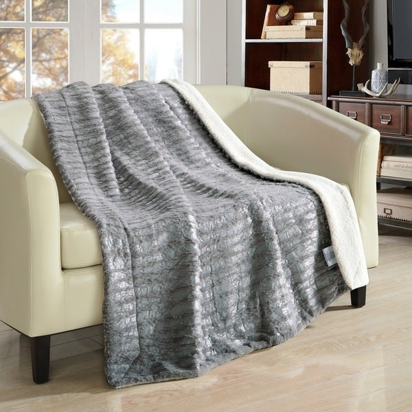 """Chic Home Sechylles 50 x 60"""" Silver Throw"""