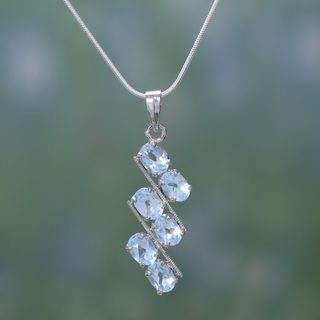 Handcrafted Sterling Silver 'Sky Fire' Blue Topaz Necklace (India)