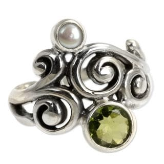 Handcrafted Sterling Silver 'Cloud Song' Peridot Pearl Ring (4 mm) (Indonesia)
