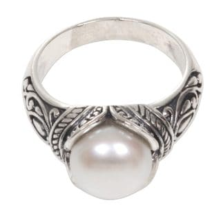 Handmade Sterling Silver 'Luminous White Blossom' Cultured Pearl Ring (10 mm) (Indonesia)