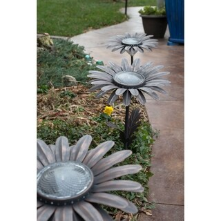 Daisy Solar Garden Light