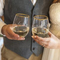 'Hubby and Wifey' 19.25-ounce Gold Rim Stemless Wine Glasses (Set of 2)