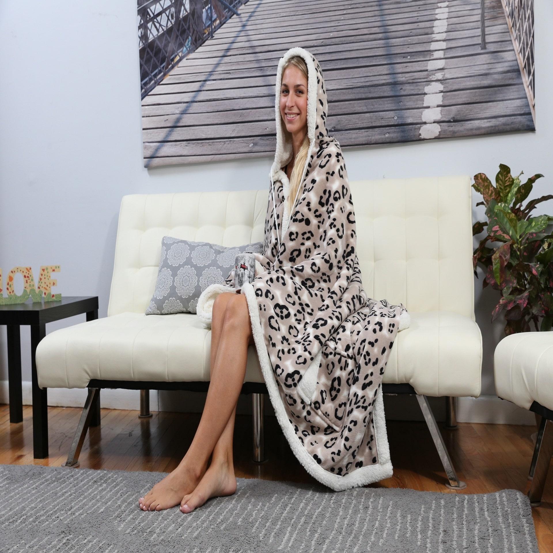 Chic Home Dixon 51x71 Hooded Snuggle Blanket (Black) (Fau...