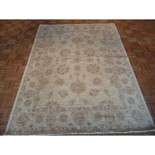 Peshawar Oriental Beige Wool Hand-knotted Area Rug (5'8 x 7'9)