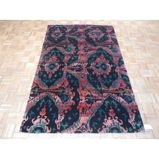 Black Ikat Hand-knotted Sari Silk/Bamboo Silk Oriental Rug (5' x 8')