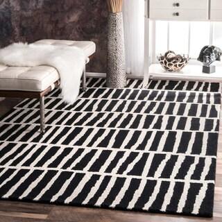 nuLOOM Handmade Geometric Wool Black and White Rug (7'6 x 9'6)