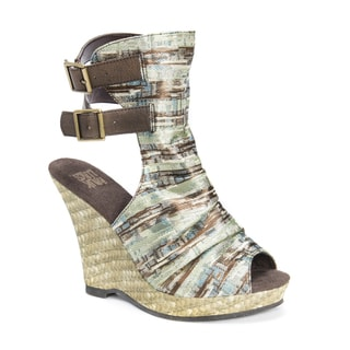 MUK LUKS Women's Sage Brown Polyester/EVA/Polyurethane Wedge Sandals
