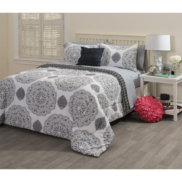 Formula Sephora Medallion 8-piece Bed in a Bag with Sheet Set
