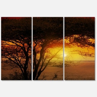 Designart 'Typical African Sunset with Giraffe' Oversized African Landscape Glossy Metal Wall Art